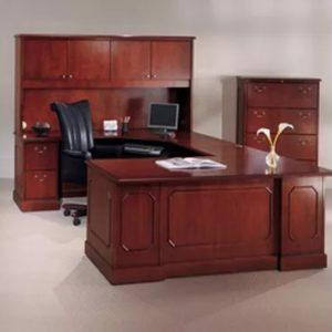 New Traditional Desks